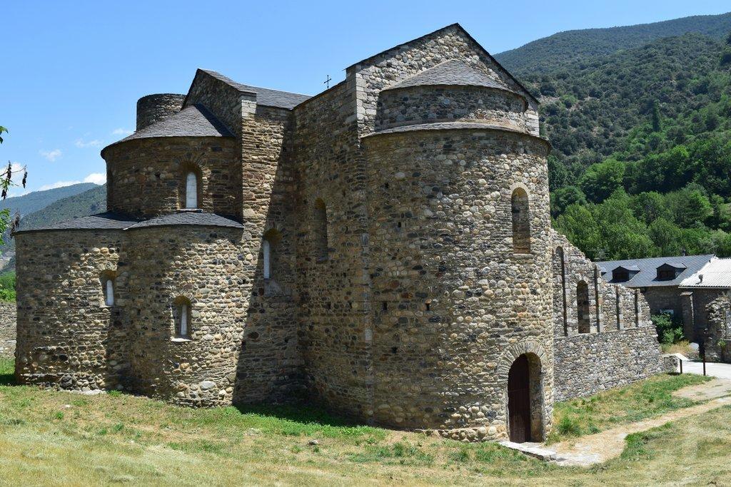 Sant Serni De Tavernoles I Les Tombes De Santa Eugenia Darrera