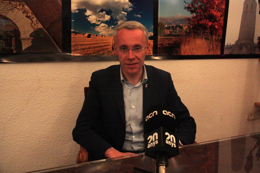 Pla mitj...... del candidat de Junts per Puigcerd...... i alcalde en funcions, Albert Pi.....eira, a l'interior de l'Ajuntament de Puigcerd...... en el transcurs d'una entrevista amb l'ACN. Imatge del 29 de maig de 2019 (Horitzontal).